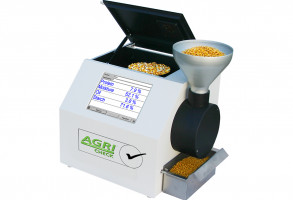 Fast and accurate NIR analyzer for dry and wet crops